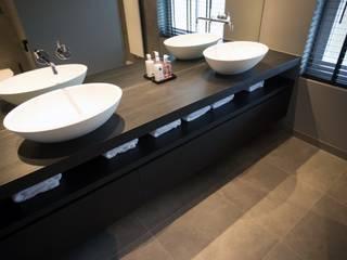 Exclusief houten badkamermeubel zwart:   door De Eerste Kamer