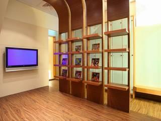 充滿現代設計感的補習班:   by 台中室內設計-築采設計