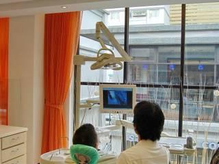 尚揚牙醫-1:  診所 by 台中室內設計-築采設計