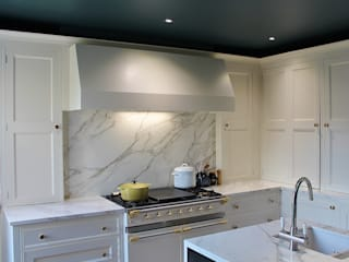 North London Apartment Cocinas de estilo clásico de Place Design Kitchens and Interiors Clásico