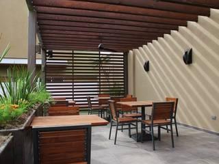 Remodelacion - Barrita del Casino de Mexicali: Terrazas de estilo  por Torres Arquitectos