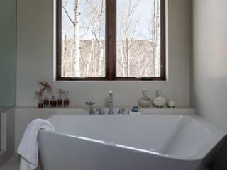 Modern Bathroom by Patricia Martinez Arquitetura Modern