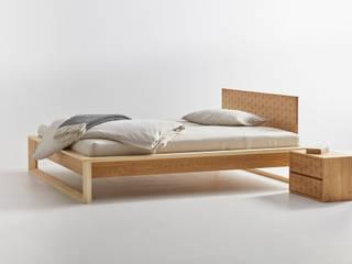 Asanoha destilat Design Studio GmbH SchlafzimmerBetten und Kopfteile Holz Braun