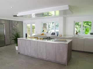 Impeccable Concrete Pearl Grey Kitchen with Center Island PTC Kitchens Cucina moderna