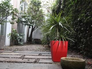 Matera 40cm color Rojo:  de estilo  por Viridis Productos Eco Amigables