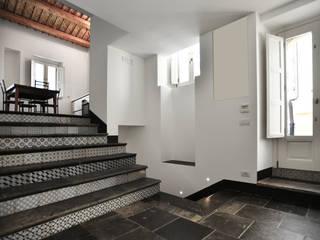 casa chebi - residenza in centro storico: Soggiorno in stile  di Arch. Francesca Timperanza, Mediterraneo