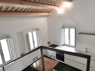 casa chebi - residenza in centro storico: Cucina in stile  di Arch. Francesca Timperanza, Mediterraneo