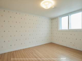 목동 3단지 33평: 덴보드의  방