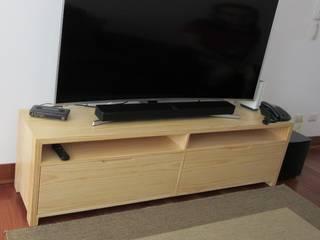 Mueble tv en pino:  de estilo  por Minimalistika.com