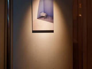 """""""やらなくてもいいこと [one step and more] marie's photo exhibition"""" モダンな商業空間 の 株式会社KAMITOPEN一級建築士事務所 モダン"""