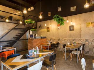 Modern dining room by Speranto Modern