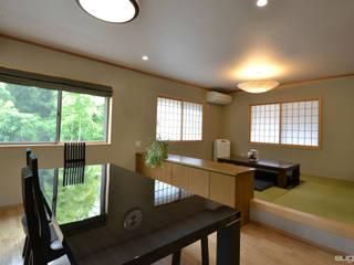 緑豊かで広大な敷地に建つ和風二世帯住宅 和風デザインの ダイニング の 株式会社菅野企画設計 和風