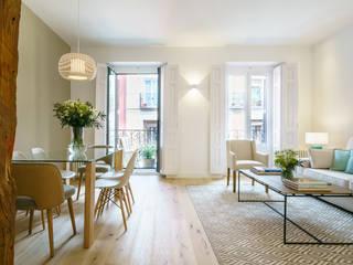 Living room by YNOT STUDIO by Jaime de Pablo-Romero
