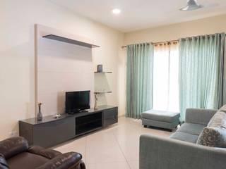 Keerthi residence:  Living room by Designasm Studio