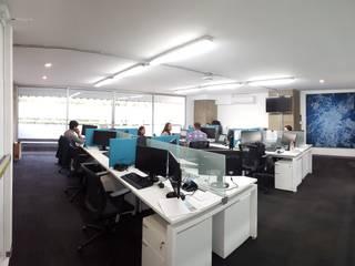 Oficinas Solar City Estudios y despachos minimalistas de TR arquitectos Minimalista
