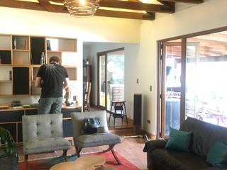 Ambientación de Living Familiar en Chicureo por Kaa Interior Livings de estilo rústico de Kaa Interior | Arquitectura de Interior | Santiago Rústico