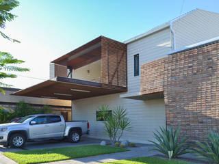 Casa RG SPAU [Servicios Profesionales de Arquitectura y Urbanismo S.C.] Casas unifamiliares Ladrillos Blanco