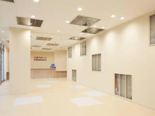 日建学院 浜松校 モダンな商業空間 の 株式会社KAMITOPEN一級建築士事務所 モダン