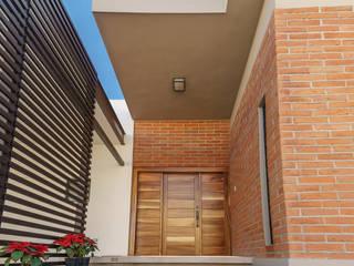 Casa RV SPAU [Servicios Profesionales de Arquitectura y Urbanismo S.C.] Pasillos, vestíbulos y escaleras modernos Ladrillos Marrón