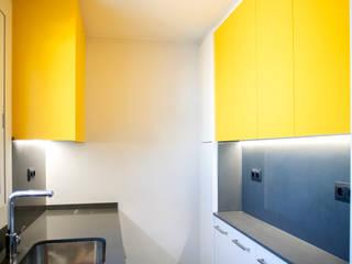 Grupo Inventia Cocinas equipadas Compuestos de madera y plástico Amarillo