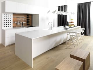 Le chêne et KRION Snow White dans la cuisine Emotions E4.00 de PORCELANOSA Kitchens par KRION® Porcelanosa Solid Surface Moderne