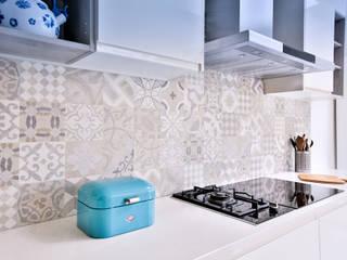 Renovación de una cocina moderna por Isabel Comez de Isabel Gomez Interiors Moderno