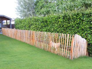 Recinzione arrotolabile IN CASTAGNO 500 x 120 h. cm: Giardino in stile  di ONLYWOOD