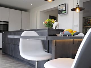 Modern Design in Light Grey PTC Kitchens Cucina moderna