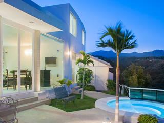 Casa Alvarez:  de estilo  por Fotografía Sabina Studio