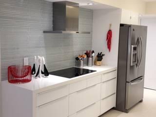 Cocinas modernas: Ideas, imágenes y decoración de KornerStone Design Moderno