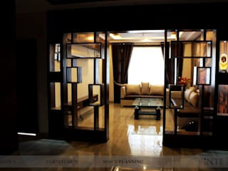 3BHK FLAT:  Living room by intent interior