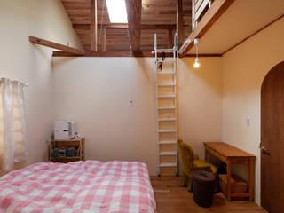 一級建築士事務所 Coo Planning Modern style bedroom Solid Wood Brown
