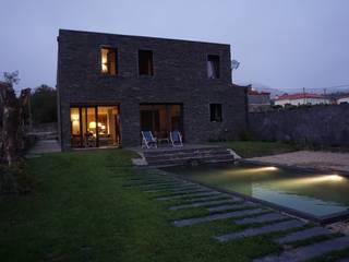 Moradia particular: Casas  por SUCRRE atelier