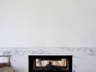 Casa Branca: Salas de estar modernas por IN PACTO