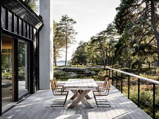 Balcones y terrazas escandinavas de Paul Marie Creation Garden Design & Swimmingpools Escandinavo