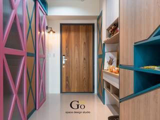 Minimalist corridor, hallway & stairs by 勁懷設計 Minimalist