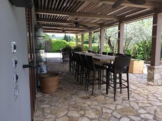Pergola bio-climatica per villa privata a Terni: Giardino d'inverno in stile  di Zanzotti Design,