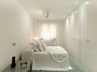 Pancho R. Ochoa Interiorismo Modern Bedroom Wood White
