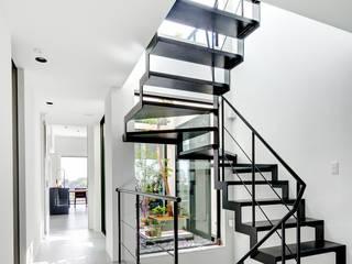 Stairs by TERAJIMA ARCHITECTS, Modern