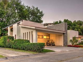Garage abrierto: Garajes abiertos de estilo  por Stuen Arquitectos