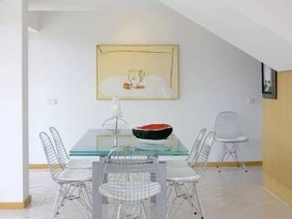 Casa Praia: Salas de jantar modernas por IN PACTO
