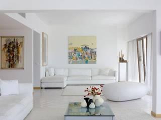 Casa Praia: Salas de estar modernas por IN PACTO