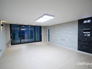 Modern Living Room by 씨엘하우스 Modern