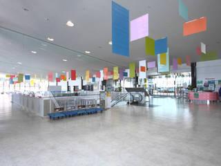神戸開港150周年記念事業 神戸ポートターミナルロビー空間デザイン: COMMAGRAM.が手掛けたコンベンション・センターです。,