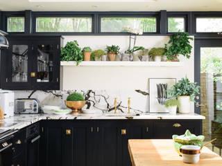 Bếp xây sẵn by deVOL Kitchens