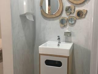 Espelhos e lavatório:   por Inês Florindo Lopes