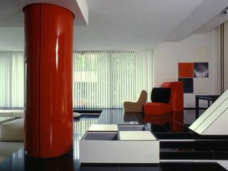 Villa a Casal Palocco: Soggiorno in stile  di Studio Transit