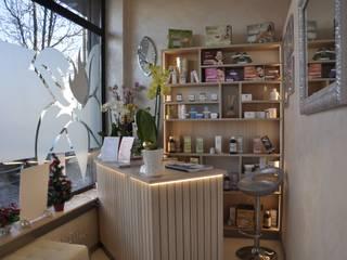 Centro Estetico Negozi & Locali commerciali moderni di Studio Forma Moderno
