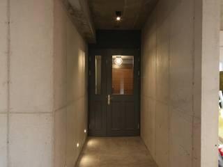 인문학적인집짓기 Pasillos, vestíbulos y escaleras modernos Concreto