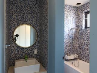 Moderne Badezimmer von 인문학적인집짓기 Modern